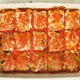 Веган зелеви сърми с доматен сос