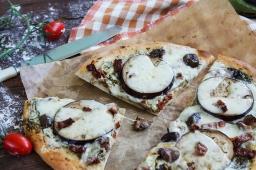 Пълнозърнеста пица с патладжан и сушени домати